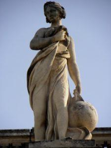 statue uranie