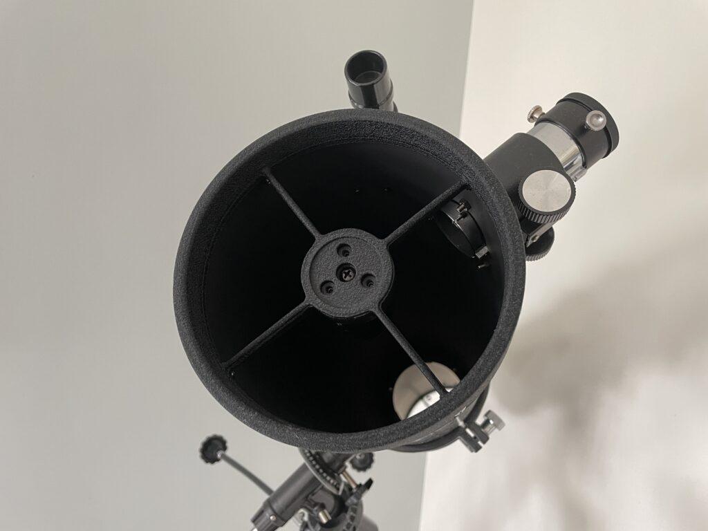 Araignée sur Télescope Newton