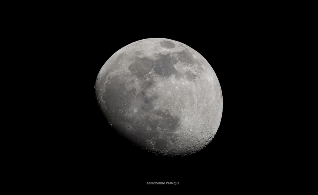 Photo  de la Lune au télescope